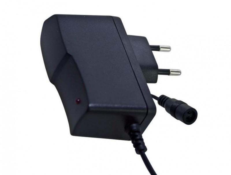 Alimentatore Universale Switching Nero con 2 Plug Intercambiabili 24 W